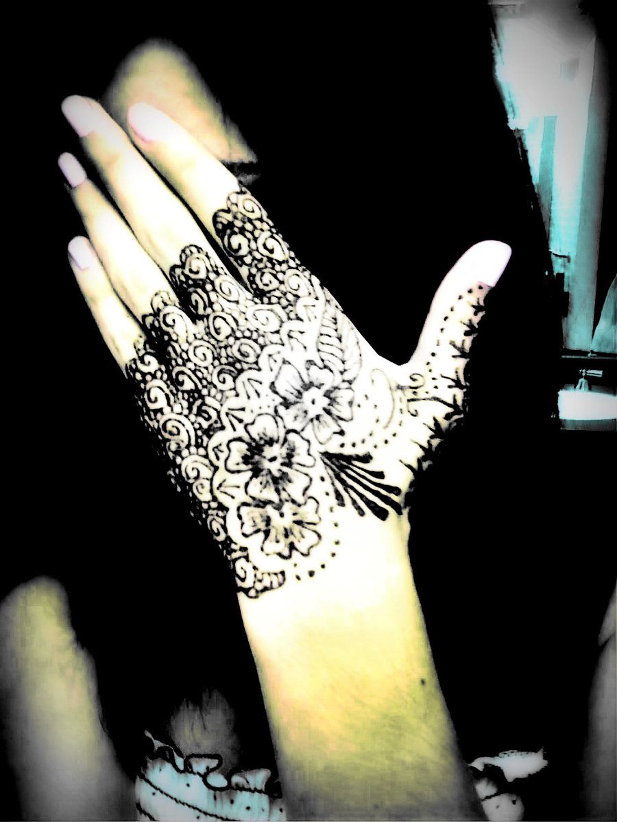 Temporary henna tattoos come from asian culture fashion for Where do tattoos come from